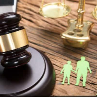 Avtalsrätt bolagsrätt fastighetsrätt entreprenadrätt familjerätt skatterätt, Våra tjänster 3 spalter, Rättsakuten