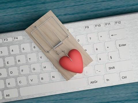 Romansbedragare inleder ofta kärleksrelationer på nätet