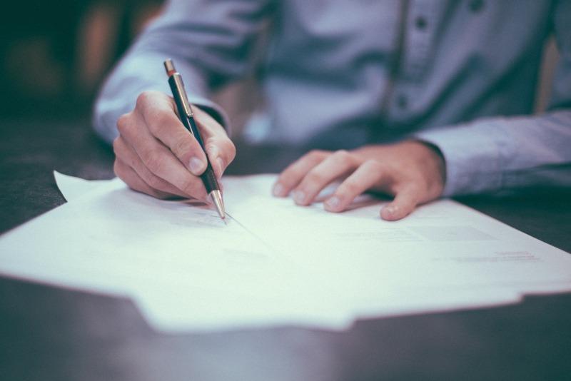 En skadeståndsjurist är en jurist med inriktning på skadeståndsrätt. Våra skadeståndsjurister är väl förtrogna med att tolka såväl lag- som villkorstexter.